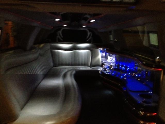 location limousine avec chauffeur nice c te d 39 azur. Black Bedroom Furniture Sets. Home Design Ideas